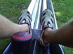 De voeten op de rodel