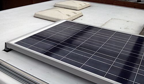 Het zonnepaneel op het dak