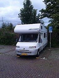Camping plaats op parkeerplaats