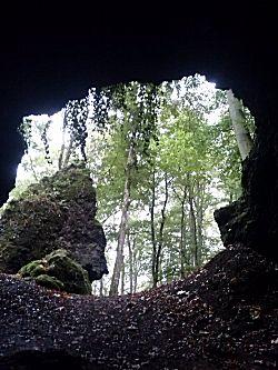 vanuit de grot naar buiten