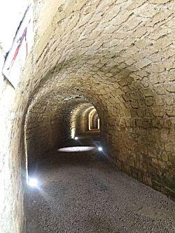 In de tunnels