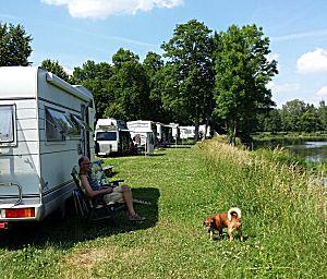 Camperplaats aan de rivier