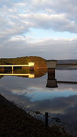 Bij de dam