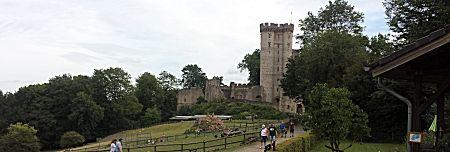 In de verte het kasteel