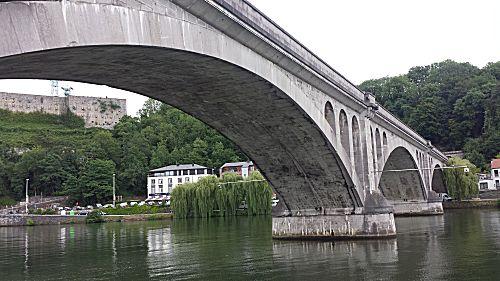 De brug vlakbij de camperplaats