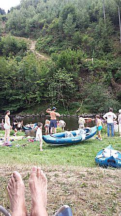 Drukte bij de rivier