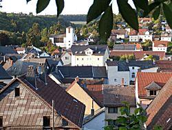 en het uitzicht over het dorp