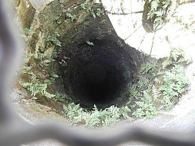De diepe waterput van 150 meter