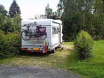 Camperplaats met eigen lange plekjes
