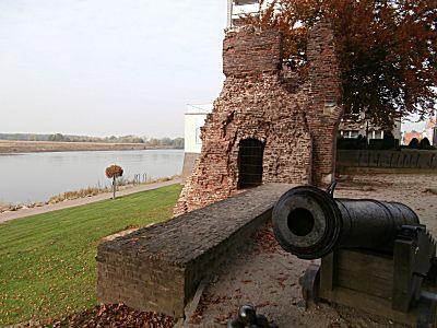 Het kanon bij de ruine