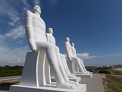 De vier grote mannen aan de zee