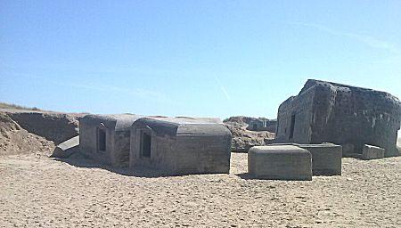 Veel oude bunkers op het strand