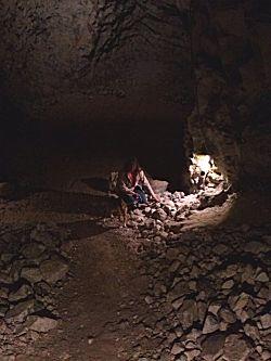 Anneke in de grotten