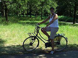 Anneke op de fiets