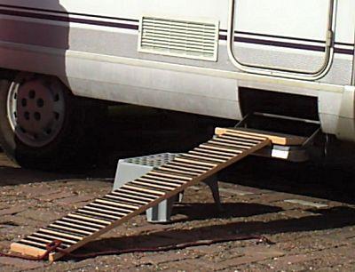De loopplank naar de camper