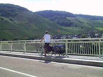 Op de brug met uitzicht