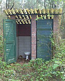 Toilet in het bos